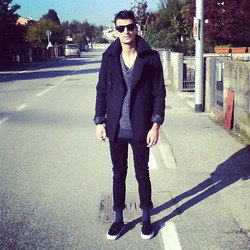 Andrea Bressani - United Colors Of Benetton Coat, Sisley Pull, Cheap Monday Skinny, Vans Shoes, Ray Ban Sunglasses - New look