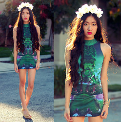 Jennifer Wang - Diy White Floral Crown, Motel Rocks Mirrored Island Turtleneck Dress - MIRRORED ISLAND