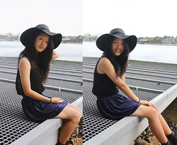 Shanni Sun - Rubi Hat, Valleygirl Top, Diy Navy Velvet Skirt - As blue as the sea