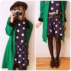 Steffy Degreff - Tea And Tulips Green Coat - Say cheese!