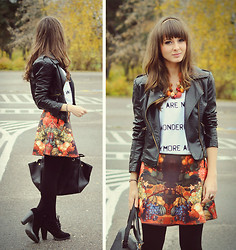 Maddy C - Skirt - Fruity print.