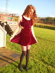 Laura O Connor - Velvet Dress - Vicious velvet