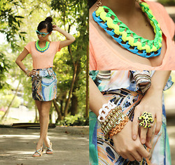 Kryz Uy - Binkydoodles Skirt, Extreme Finds Necklace, Zecca Sandals - Highlighting it