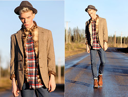 Robbie Jonsson - Grandgrandgrand Dad's Hat, Old Coat That I Made Into A Vest Fur, Second Hand Blazer, Local Store Flannel Shirt, Cheap Monday Jeans, Scorett Boots, Ur&Penn Necklace - FUR FOR FALL