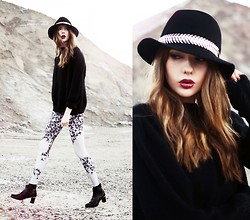 Ebba Zingmark - Tights, Maloles Boots, Home Made Knitted Sweater, Neclace, Hat - Rocky Mountains