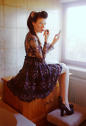 Elena Braun - Goldknopf Couture Lace.Pearl Dress - Go away! I need my time!