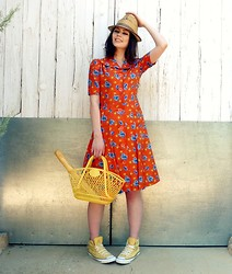 Katie Espania - The Stellar Boutique Vintage Hat, The Stellar Boutique Vintage Dress, The Stellar Boutique Vintage Shopper Bag - Saint Elsewhere