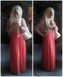 Lina Hussein - My Granny's Oversized Jumper, Atmosphere Maxi Skirt, Hijab - Petite Pastels
