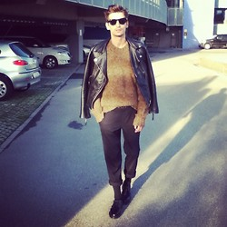 Andrea Bressani - Ray Ban Sunglasses, Chiodo, Dolce & Gabbana Pull, Sisley Pants, Dr. Martens Shoes - Rock