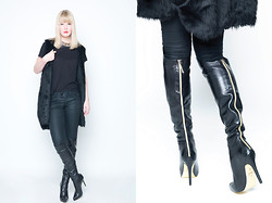 Joni Talsma - H&M Furry, Nelly Necklace, Monki Top, 8mm Pants, H&M Kinky Boots - Kinky boots