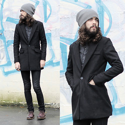 Tony Stone - Virgin Blak Black Coat, H&M Shoes - Soft cell