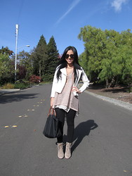 Raaz and Naazak Taghipour - Michael Kors Aviators, H&M Blazer, Thrifted Blouse, H&M Leggings, Langchamp Tote Bag, Pour La Victoire Booties - Our week in Suburbia: Day One