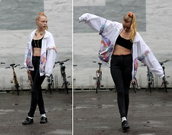 Marie Jensen - Wonhundred Jeans, Gucci Jacket, H&M Socks And Shoes, Urbanears Headphones - Skin