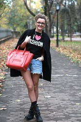 Ana Ciorici - Moschino T Shirt, Vintage Shorts, Céline Bag, Diesel Cardigan, Kurt Geiger Boots - Impossible is nothing..