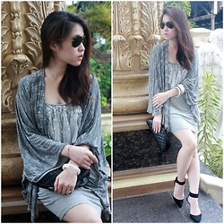 Veranica Mulyanto - Chanel Clutch, Zara Oversized Cardigan, Forever New Dress - I shine like a star