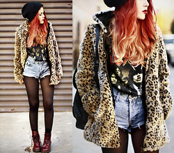 Lua P - Vintage Shorts & Acdc T Shirt, Choies Faux Fur Jacket, Docs - The Razor's Edge