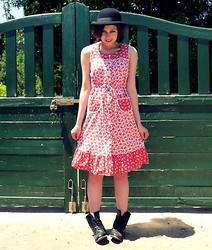 Katie Espania - The Stellar Boutique Vintage Dress, The Stellar Boutique Vintage Bowler Hat, The Stellar Boutique Vintage Boots - Eternal sunshine of the spotless mind