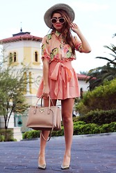 Bebe Zeva - Romwe Peach Floral Blouse, Yes Style Peach Culotte Shorts, Ralph Lauren Iridescent Pumps, Valentino Rockstud Bag, 80s Purple Peach Sunnies - PEACHY KEEN
