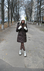 Emily Salute - New Yorker Mittens, Banana Republic Hat, Snow Classic Coat, Dr. Martens Boots - Preparing to winter