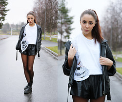 Malin E. - Diy Top, Romwe Shorts, Underground Creepers, Secondhand Jacket - I will wait for you.