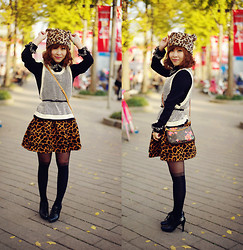 Eva Wang - Zara Leopard Bear Hat, Staccato Ankle Boots, Louis Vuitton Rose Printed Clutch - Leopard bear in autum