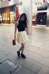 Naomi Tham - Topshop Cropped Turtle Neck, Bangkok Pleated Cream Skirt - Streets of Singapore