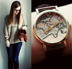 Emma Lindmark - Urban Outfitters World Map Watch, Second Hand Sweater, BÖle Shoes - Travel the world.