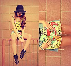 KENDALL SANCHÈZ - Thrift Hat, Gift From Jennifer Wang Sunglasses, Choker, Yellow Mickey Mouse Top, Thrift/Diy Shorts, White Skull Bracelet, Black Skull Bracelet, Boots - .Mickey Mouse.