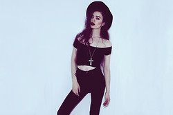 Violet Ell - Kill City High Waisted Jeans, Thrift Store Crop Top, Thrift Store Hat, Topshop Necklesee - Kill City