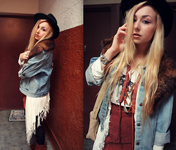 Nicole Alyse - Vintage Jean Jacket, Fringe Cardigan, Vintage Fur Collar, Vintage Hat, Vintage Mini, Vintage Deer Skull Tee, Love Leather Necklace, Chanel Vintage Bag - The Layer Game