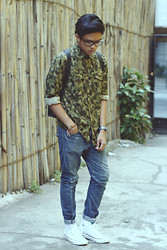 Tristan Flores - Zara Camouflage Shirt, Topman Carrot Pants, Converse White Sneakers, Taiwan Satchel Backpack - ANO CAMO?!