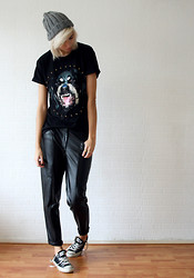 Sietske L - Choies Dog Tee, H&M Leather Trousers - Black is more