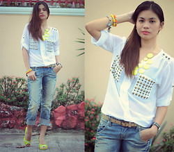 Happy Abbey - White Studs Top, Faded Denim, Neon Necklace, Neon Shoes - Denim Challenge 06