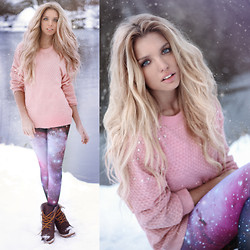 Ekaterina Normalnaya - Lavish Alice Rivets Sweater, Romwe Galaxy Leggings - Фиолетово