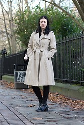 Maggie Matic - Burberry Vintage Trench Coat, 90's Platform Boots - Falkner Square Gardens.