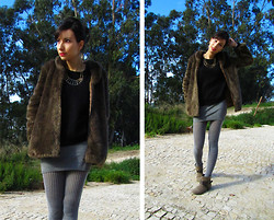 Joana Duarte - Faux Fur, Prim Gold Necklace, H&M Angora Sweater, Clockhouse Basic Skirt, Primark Ankle Boots - Grizzly Bear
