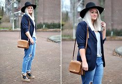 Debbie Nuchelmans - Cuple Shoes, D&G Bag, Monki Hat - WEARING GRANDMA'S JACKET <3