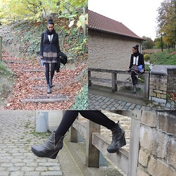 Jun D. - Pimkie Blazer, Caméléon Jupon, H&M Chemise, Owen Barry Z Top Small, Urban Outfitters Boots - Rouge cloitre