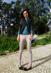 Joana Duarte - C&A Tweed + Leather, Primark Knitted Sweater, H&M Black & Blue Clutch, H&M Hologram Jeans, Vinyl Loafers - INTO THE FUTURE