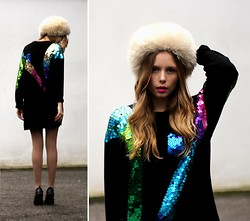 Marie Jensen - Second Hand Furhat, Second Hand Sequined Sweater - No fuzz
