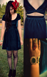 Natasha Yeh - Urban Outfitters Velvet Cut Out Dress, Panama Gold& Red Curved Ring, Love Emerald Gold Bracelet, Xhilaration Black Chukka Wedges, Poinsettia Flower Clip - Christmas Eve