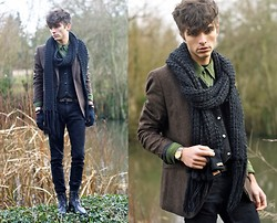 "Matthias C. - H&M Tweed Blazer, Agnès B. Velvet Shirt, H&M Skinny, Mujjo Touchscreen Gloves, Surface To Air Military Boots, Zara Belt, Home Made Scarf - ""Hydra"""