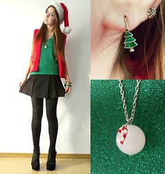 Andreea Mircea - Stradivarius Green Top, Avon Christmas Tree Earrings - Merry Christmas!
