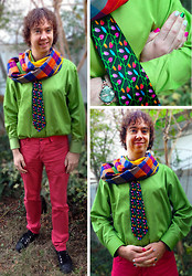Eddie Cossaboom - H&M Coral Jeans, Tip Top Green Shirt, Etsy Handmade Circle Scarf, Vintage Novelty Christmas Lights Tie, G.U. Black, Canvas Sneakers - Merry Christmas, LB!