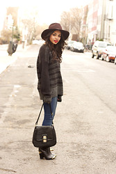 Erica Lavelanet - Quiksilver Astoria Hat, French Connection Uk Oversized Knit Sweater, Paige Denim Skinnies, Nectar Clothing Black And Gold Bag, Dolce Vita Black And Gold Booties - Big Hats, Big Sweaters