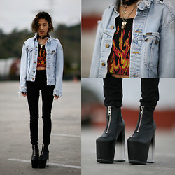 Christine L. - Unif Flame Crop Top, Unif Das Boot - UNIF DAS BOOT