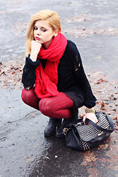 Nesairah Nesstyle - E Marilyn.Pl Tights, Stradivarius Bag, Sweater - RED SCARF