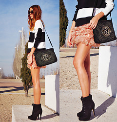 Andrea Gomez - Zara Top, Zara Bag, Stradivarius Skirt, Forever 21 Boots - LOVE THOSE FEATHERS