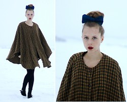 Marie Jensen - Second Hand Cape And Shoes, Diy Bow - Peculiar