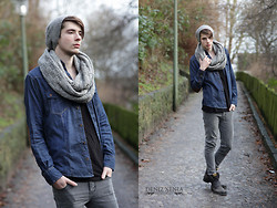 ChriS F. - D I Y Hat, D I Y Scarf, Seventy Seven Jeansshirt, H&M Shirt, Levi's® Jeans, Bb Footwear & Co Boots - Down in flensburg...